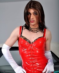Crossdresser kirsty invites you to come for a ride